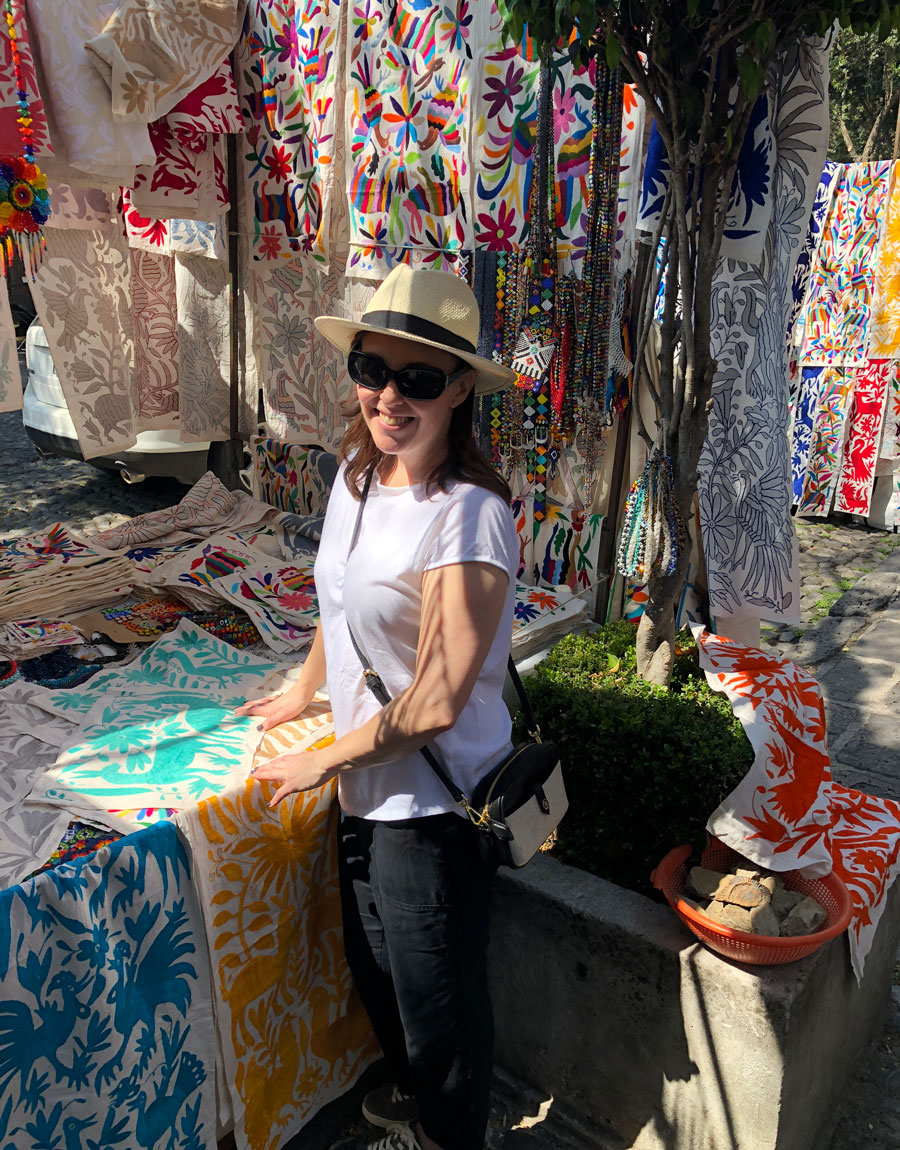 Meridian Founder Ashley Viola shops for Otomi textiles in Mexico.